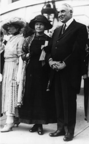 20 mai 1921 Marie Curie à la Maison Blanche avec le Président W Harding